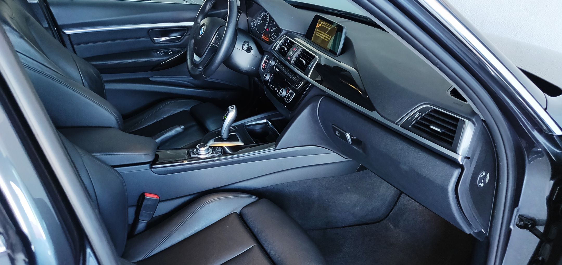 BMW 320 Luxury Line   Imagem 23