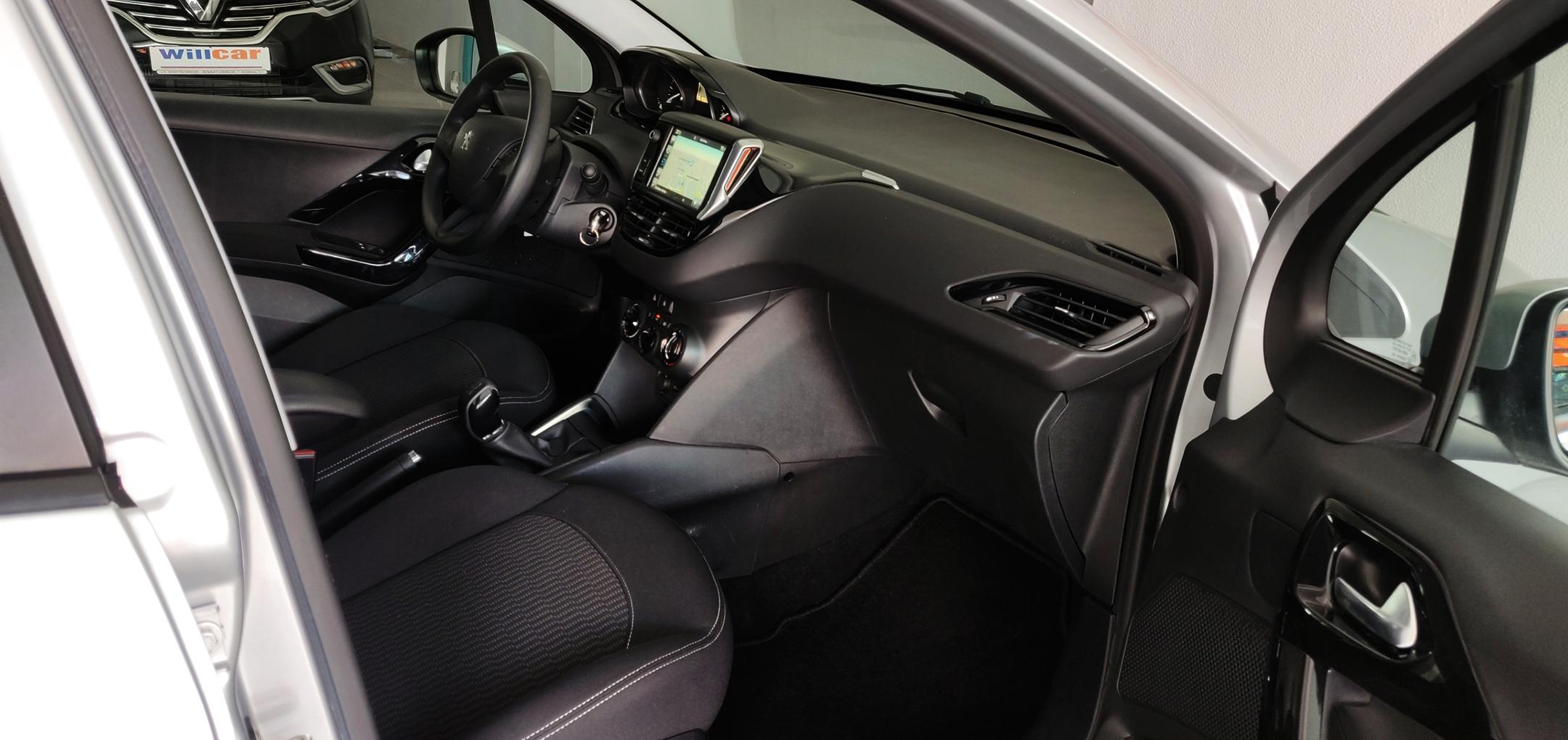 Peugeot 208 1.6 Active   Imagem 16