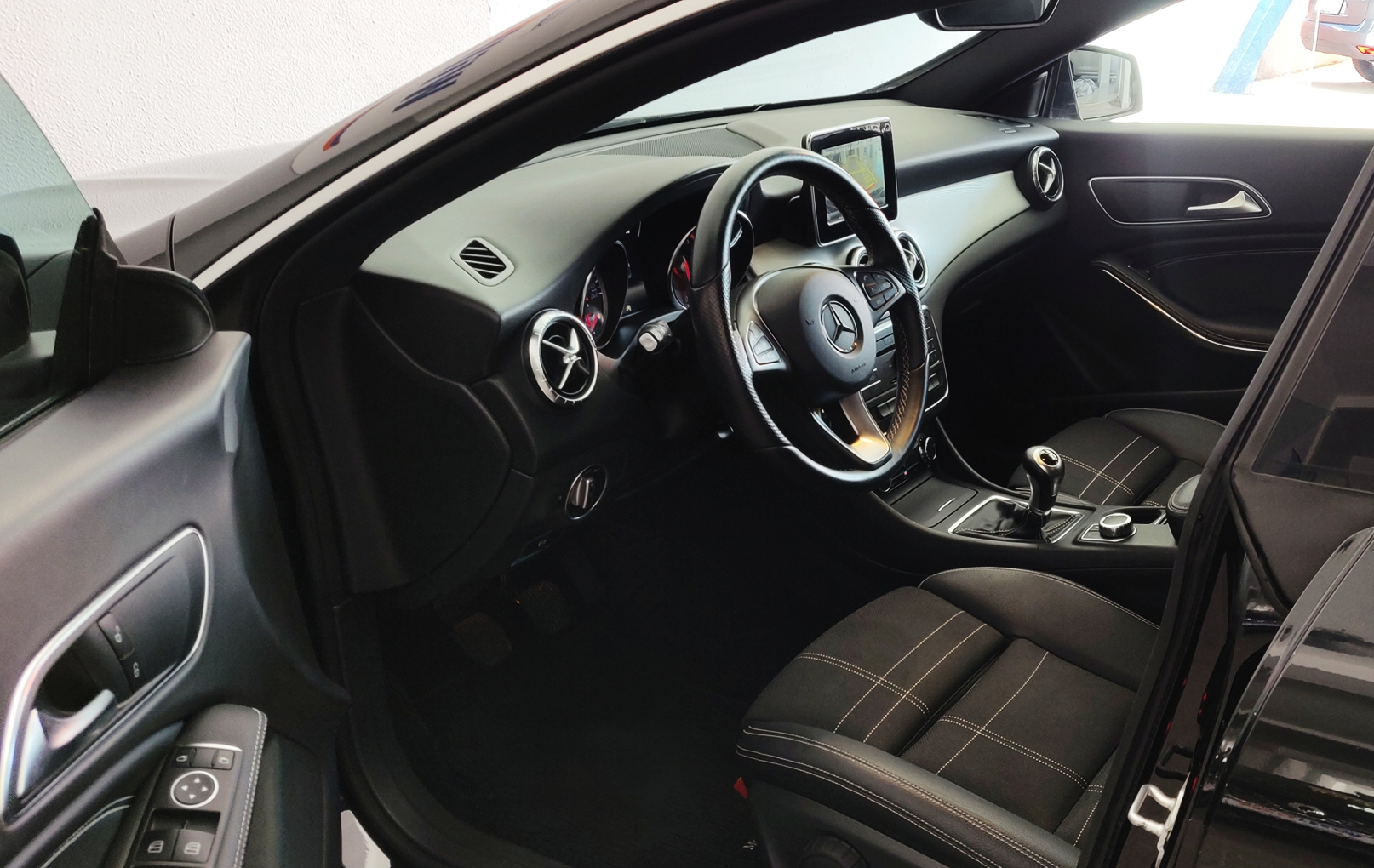 Mercedes-Benz CLA 180 Shooting Brake Urban | Imagem 11